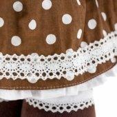 Снимка на Стоящата Милки в градинска рокля